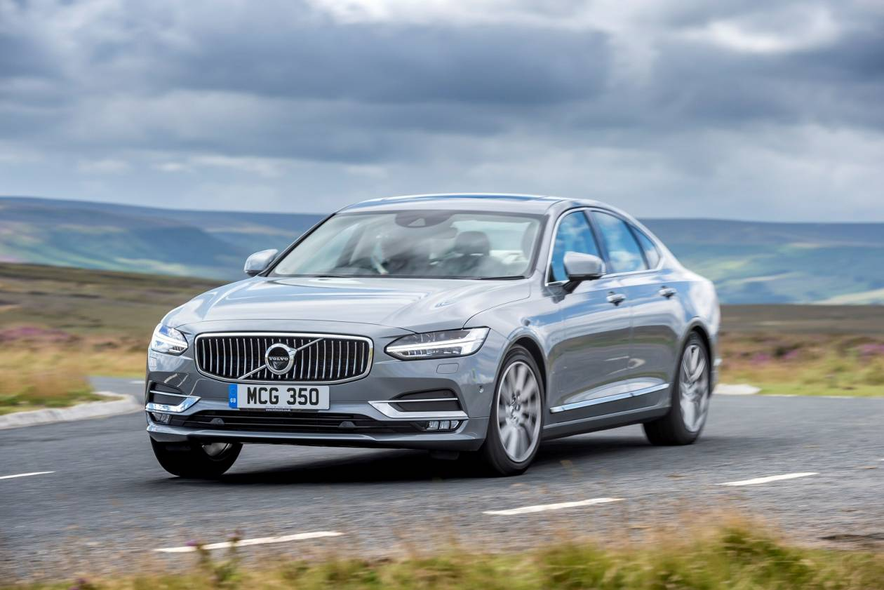 Image 2: Volvo S90 Saloon 2.0 T4 Momentum Plus 4dr Geartronic