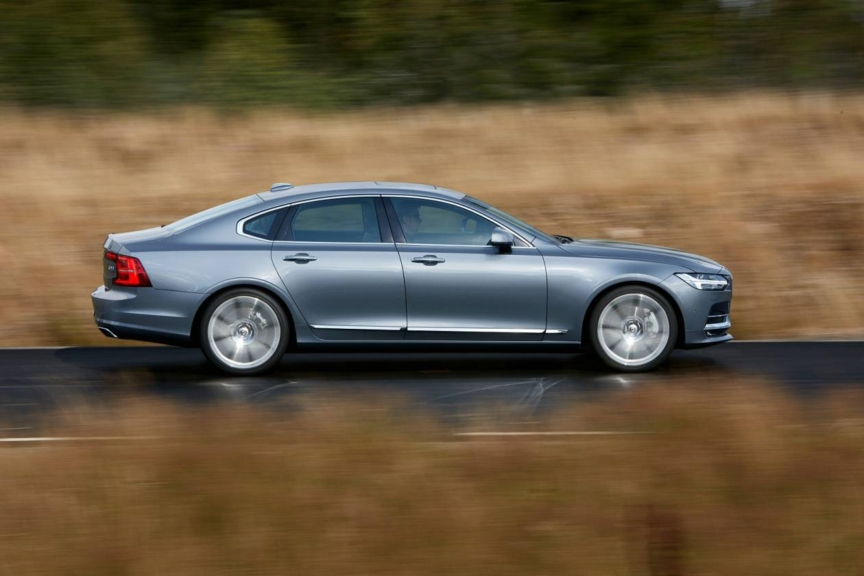 Image 3: Volvo S90 Saloon 2.0 T4 Momentum Plus 4dr Geartronic