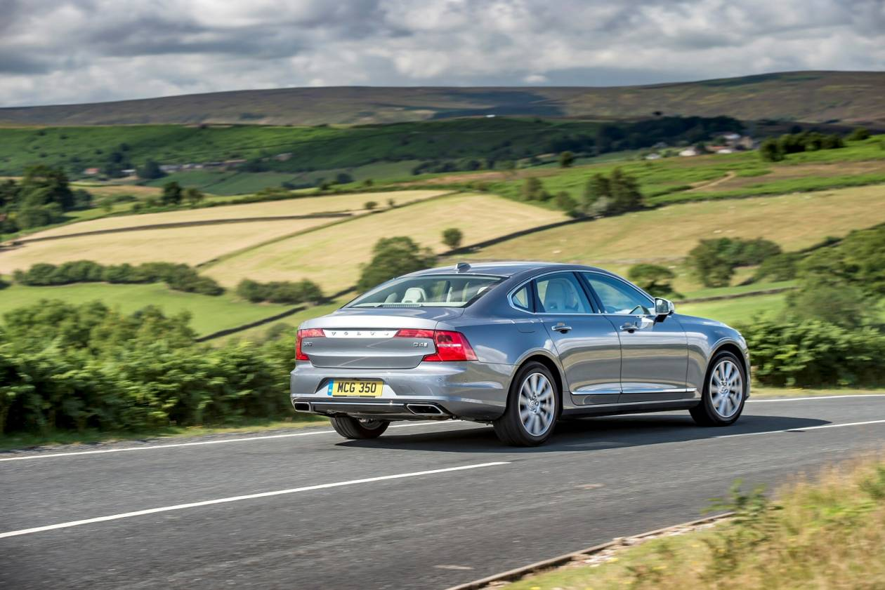 Image 4: Volvo S90 Saloon 2.0 T4 Momentum Plus 4dr Geartronic