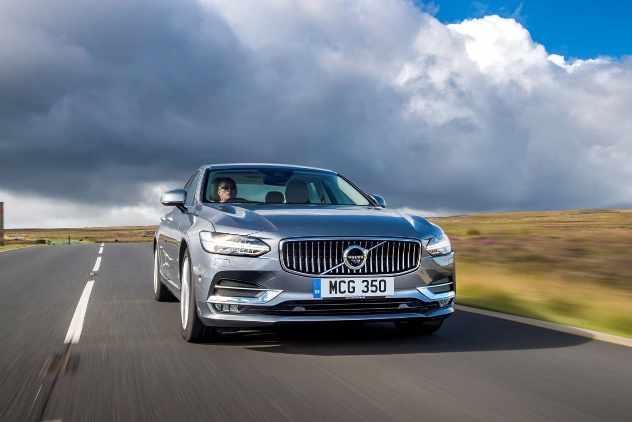 Image 5: Volvo S90 Saloon 2.0 T4 Momentum Plus 4dr Geartronic