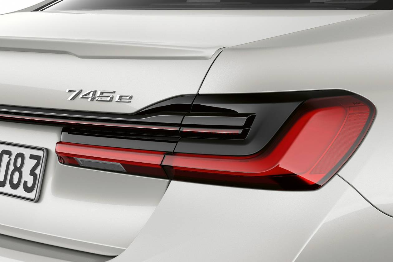 Image 3: BMW 7 Series Saloon 745E 4dr Auto