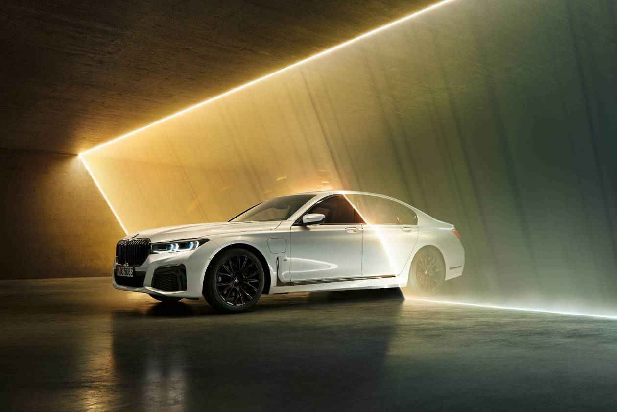Image 5: BMW 7 Series Saloon 745E 4dr Auto