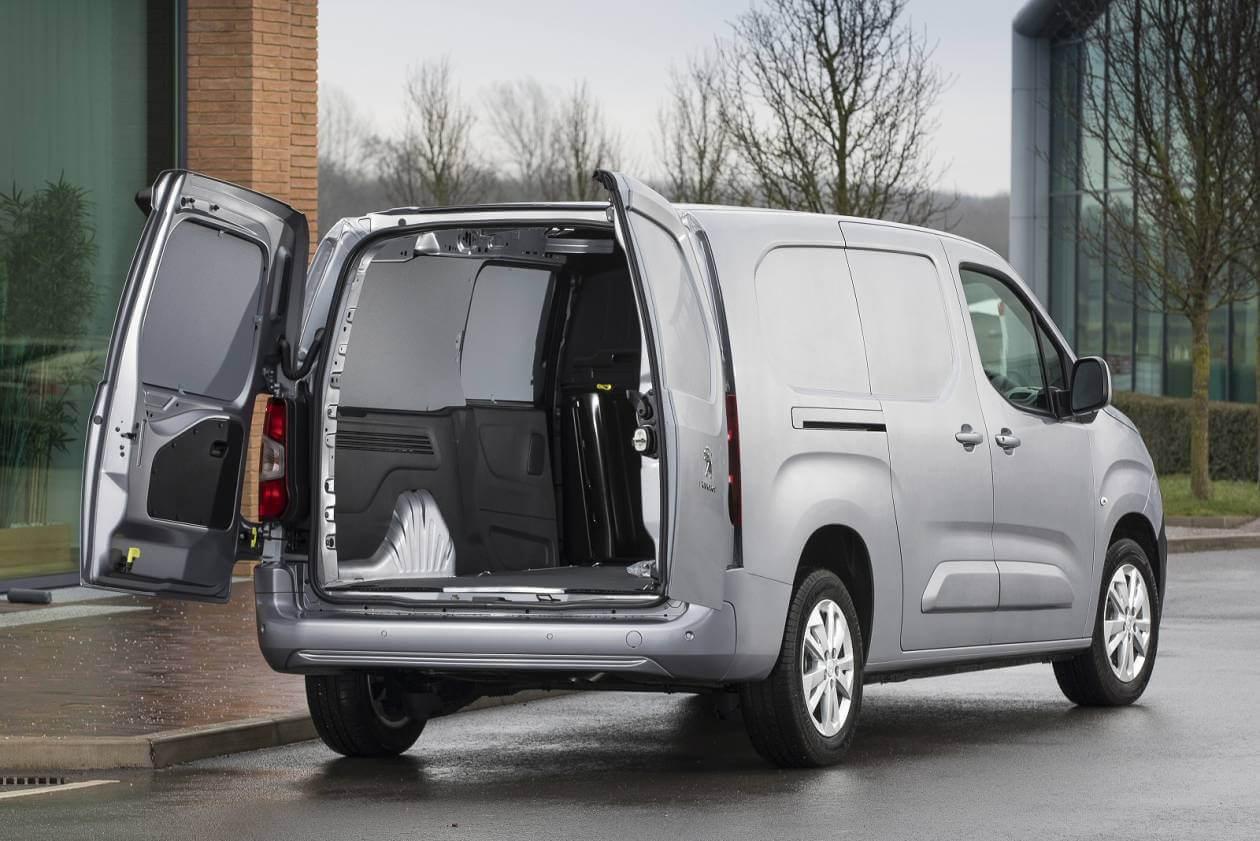 PEUGEOT 950 1.2 PureTech 110 Professional Van
