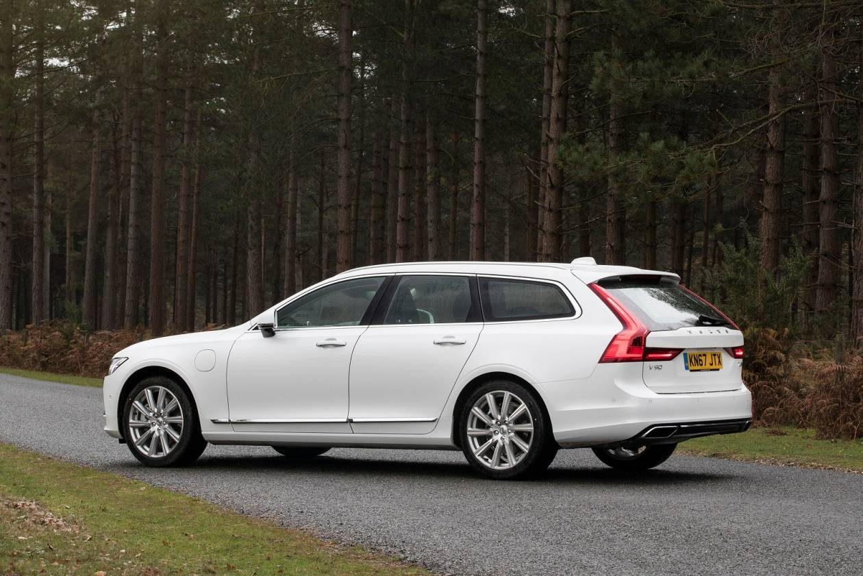 Image 2: Volvo V90 Estate 2.0 T4 Momentum Plus 5dr Geartronic