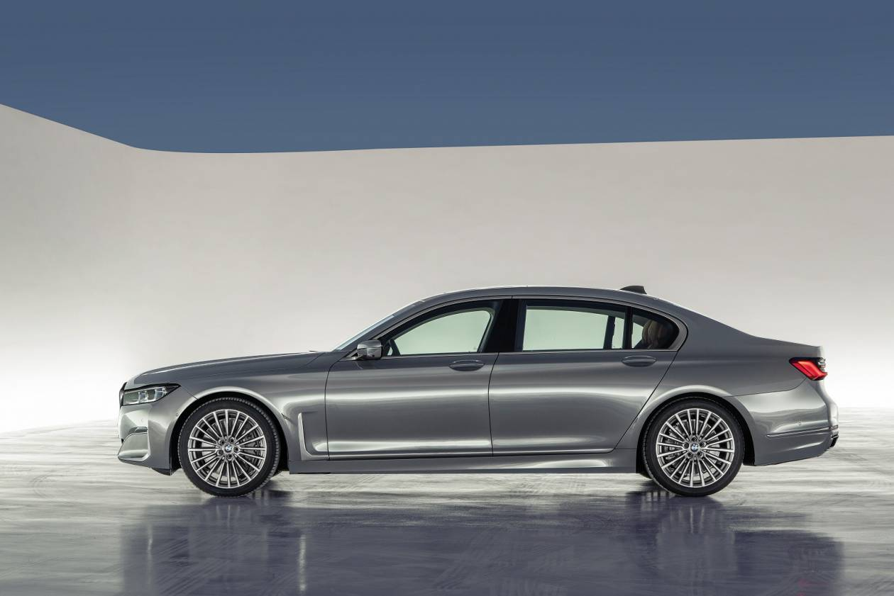 Image 2: BMW 7 Series Saloon 745E 4dr Auto