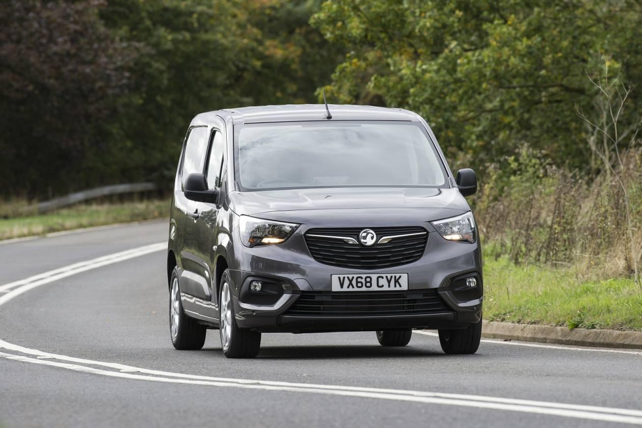 Image 5: Vauxhall Combo Cargo L2 Diesel 2300 1.5 Turbo D 100PS H1 LE NAV VAN