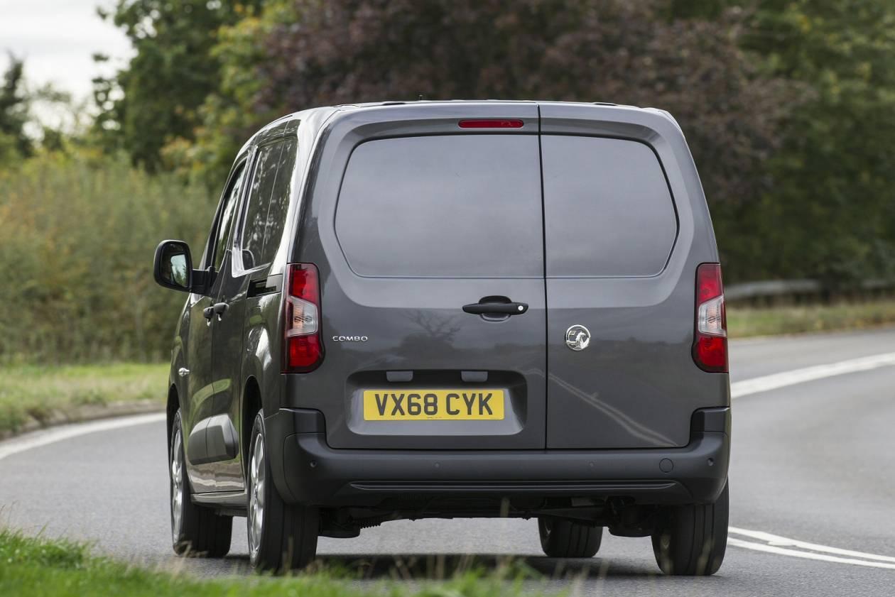 Image 6: Vauxhall Combo Cargo L2 Diesel 2300 1.5 Turbo D 100PS H1 LE NAV VAN