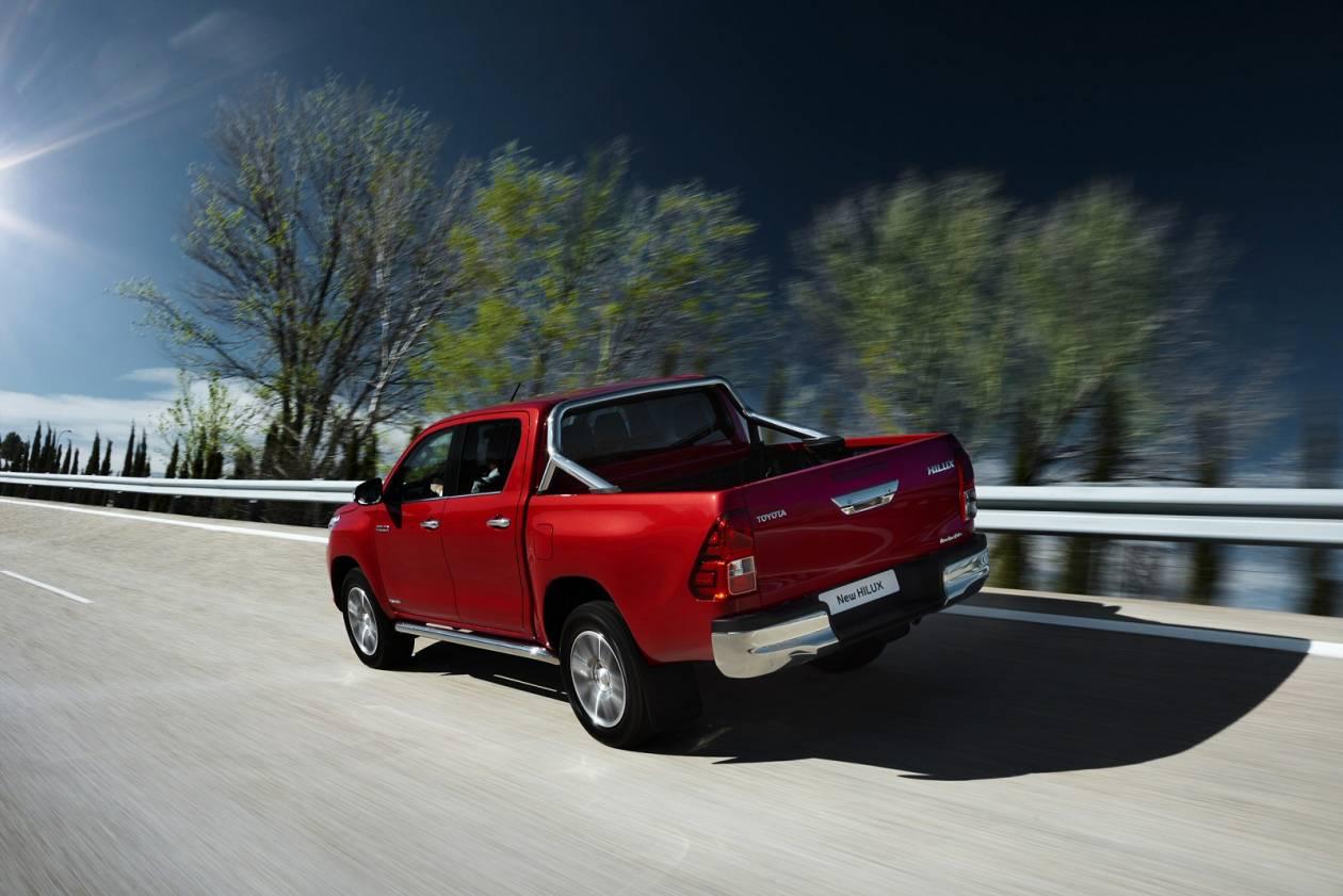 Image 3: Toyota Hilux Diesel Active D/CAB Pick UP 2.4 D-4D TSS [3.5T TOW]